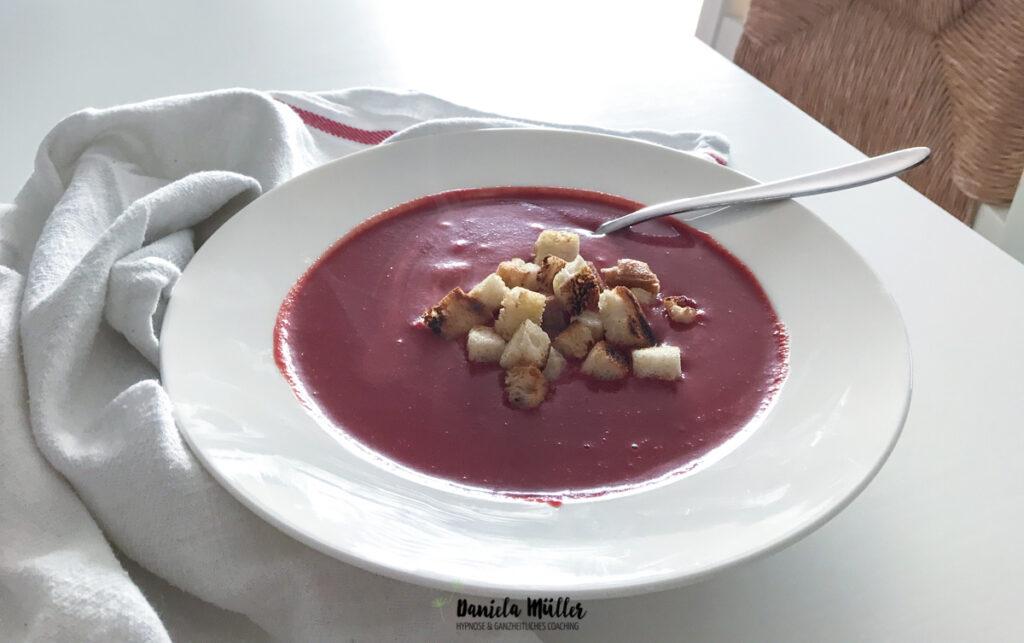 Vegane Rote Bete Suppe aus dem Thermomix mit glutenfreien Croutons